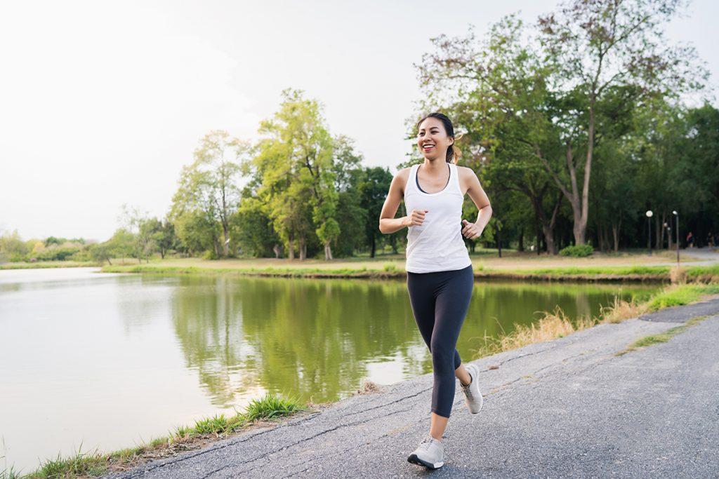 hooikoorts, hooikoortsklachten, snotneus, kriebelhoest, hoofdpijn, vermoeidheid, benauwdheid, fysiotherapie hooikoorts, fysiotherapeut hooikoorts, sporten hooikoorts, buiten sporten hooikoorts, binnen sporten hooikoorts, tips, sporttips hooikoorts